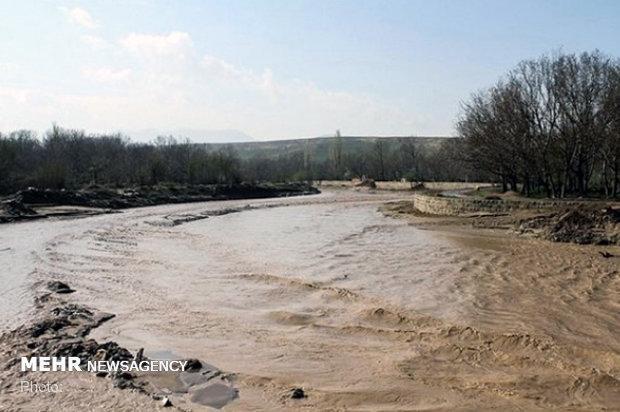 برف و باران راه ارتباطی 100 روستا در استان را مسدود کرد