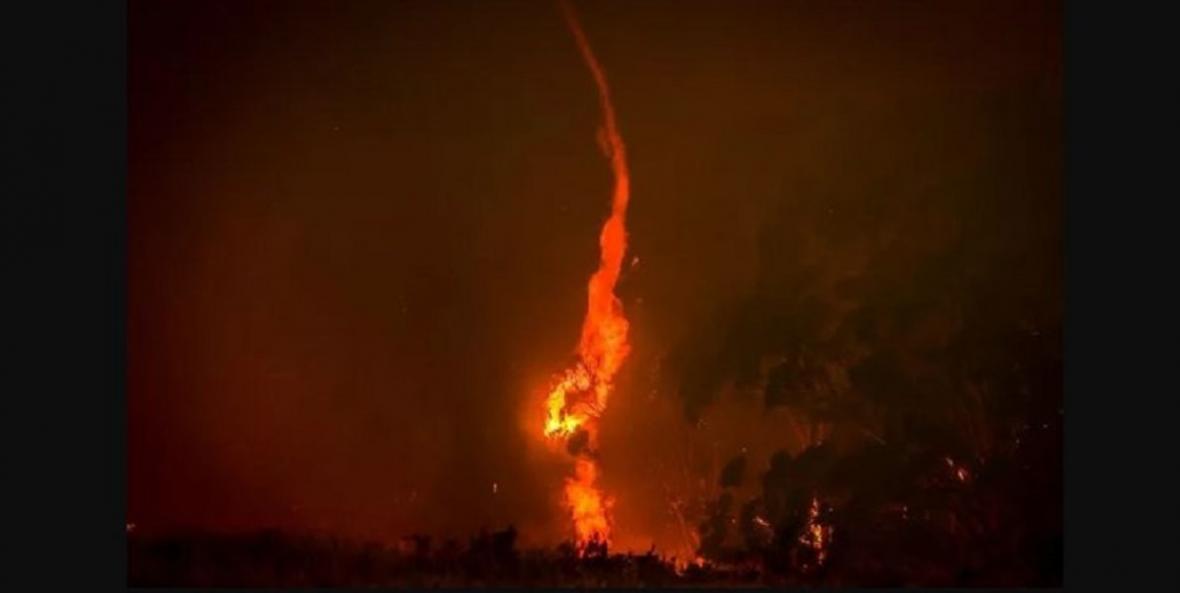 وقوع گردبادهای آتش در استرالیا درپی گرما و آتش سوزی های بی سابقه